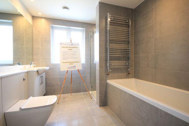 Bathroom of Northcourt Avenue, Reading RG2