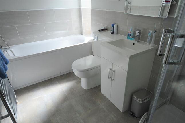 Bathroom of Hall Park Road, Hunmanby, Filey YO14