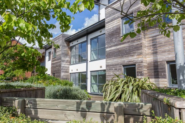 2 bed flat for sale in Melville, Parkway, Newbury