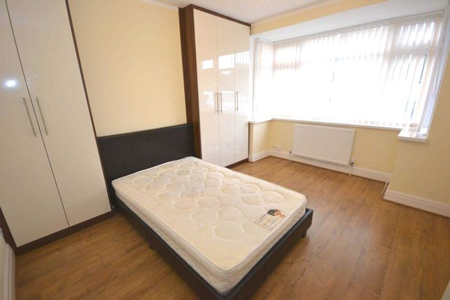 Room to rent in Erleigh Court Gardens, Earley, Reading