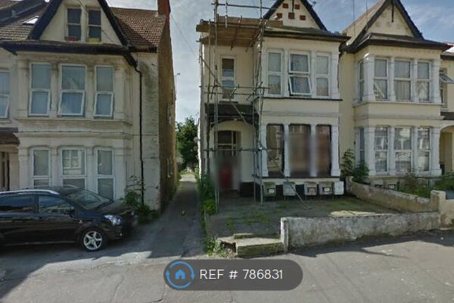 Flat to rent in York Road, South-End-On Sea