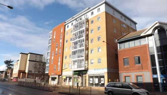 1 bed flat to rent in High Street, Slough