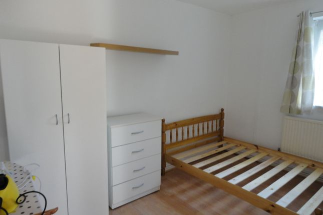 Thumbnail Flat to rent in Cannon Street Road, London