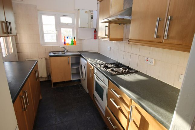 3 bed flat to rent in Lampton Road, Hounslow