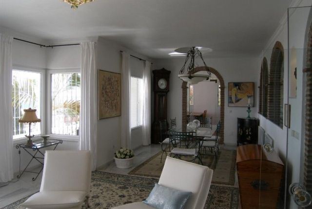 2. Lounge Area (1)