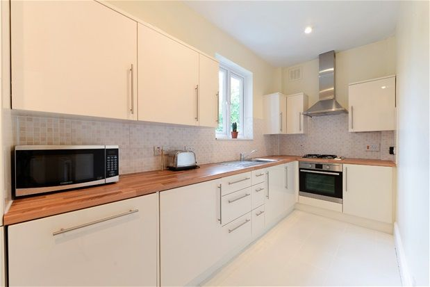 2 bed flat for sale in Thurlow Park Road, London