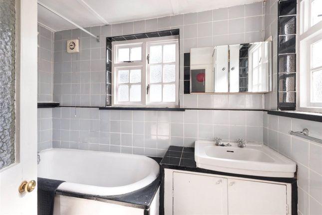 Bathroom of Newton Road, Notting Hill, London W2