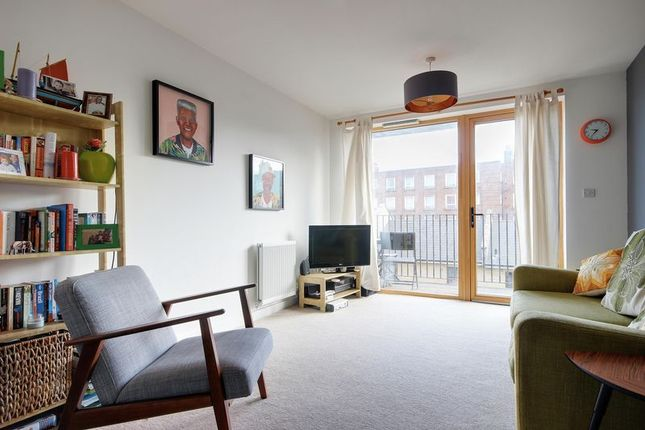 2 bed flat for sale in Furrow Lane, London
