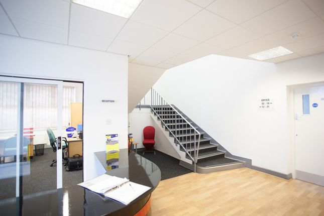 Office to let in Pembroke Centre, Swindon