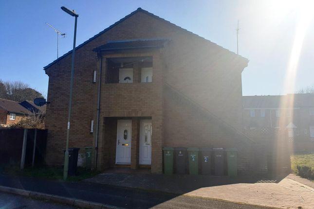 Thumbnail Studio to rent in Helford Gardens, West End, Southampton