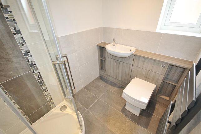 En-Suite of Hull Road, Hemingbrough, Selby YO8