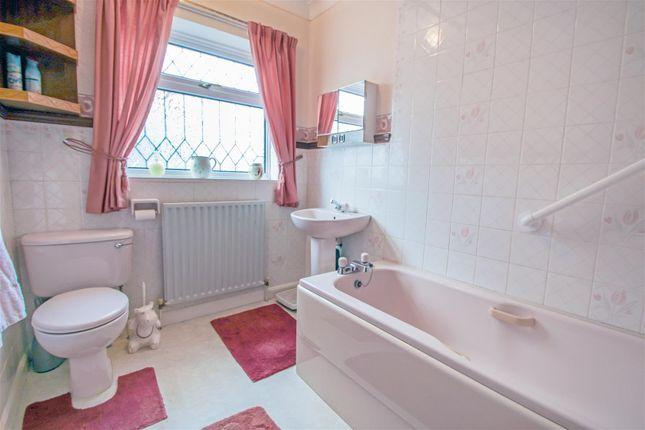 Bathroom of Mere Dyke Road, Luddington, Scunthorpe DN17
