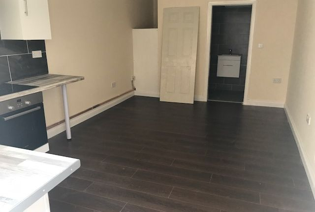 Studio to rent in Pembroke Place, Isleworth
