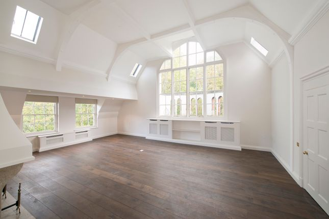 Thumbnail Flat to rent in Palace Green, London