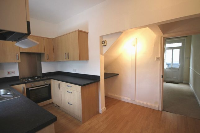 3 bed terraced house to rent in West Lane, Embsay