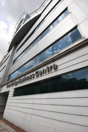 Serviced office to let in East Smithfield, London