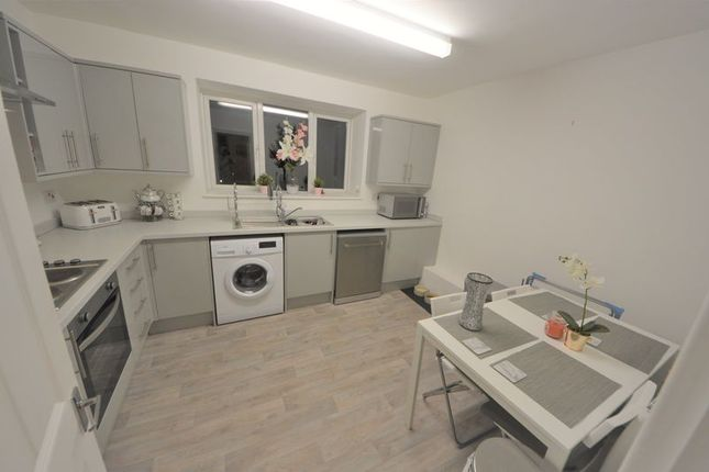 Thumbnail Flat to rent in White Hart Lane, Portchester, Fareham