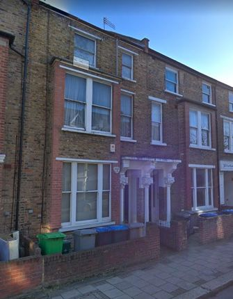 Thumbnail Flat to rent in Charteris Road, London