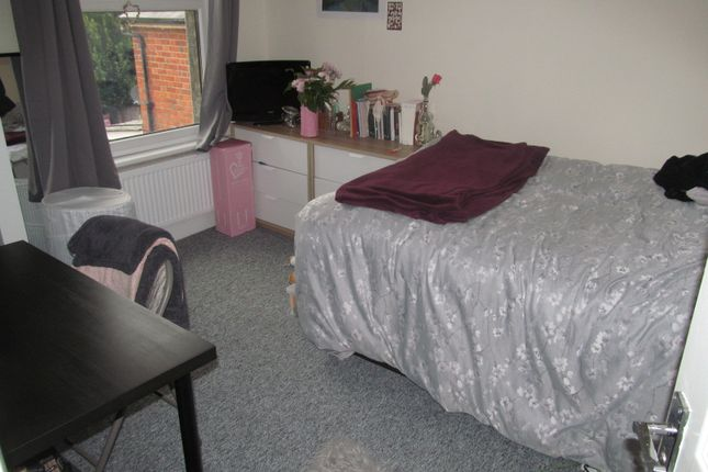 Thumbnail Terraced house to rent in De Beauvoir Road, Reading