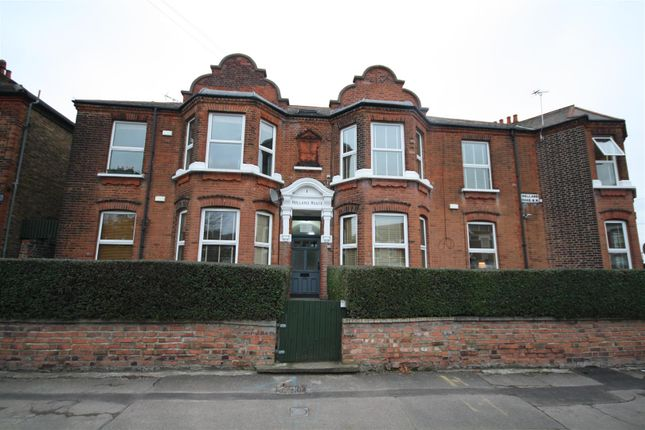 2 bed flat to rent in Holland Road, London NW10