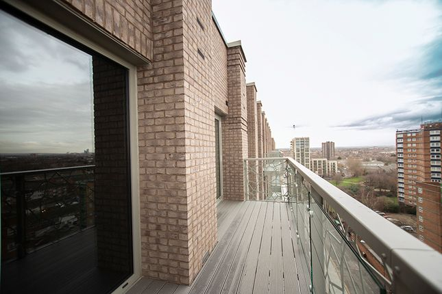 2 bedroom flat for sale in Priory Road, London