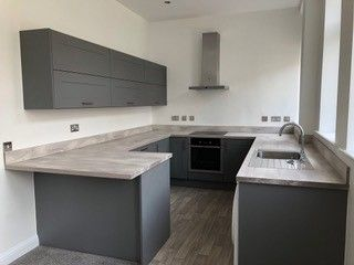Thumbnail Flat to rent in Humber Street, Hull