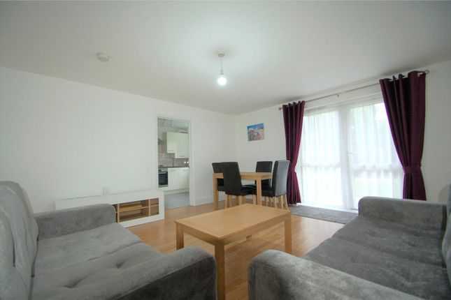 Flat to rent in 4 Crawford Avenue, Wembley, Middlesex