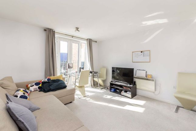 Thumbnail Flat to rent in Streatham High Road, London