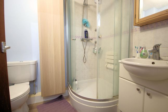 Shower of Beauchamp Place, Oxford OX4