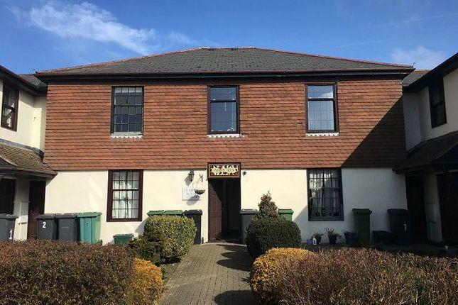 Thumbnail Flat to rent in London Road, Overton, Basingstoke