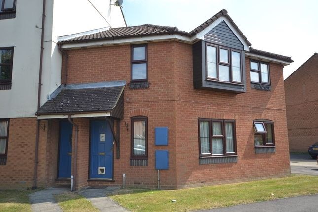 2 bed flat for sale in Barkus Way, Stokenchurch, High Wycombe