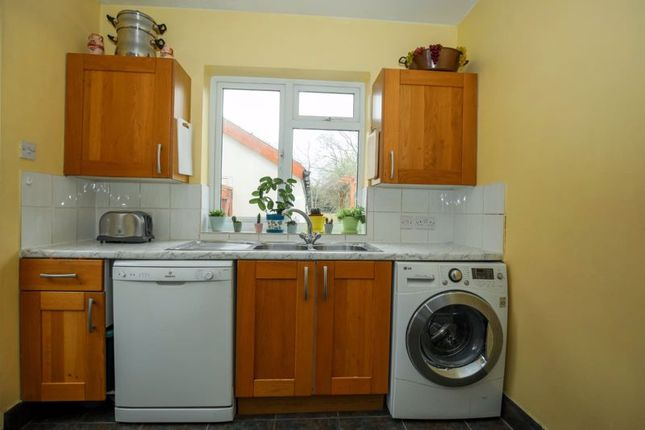Photo 7 of Double Room, Blakes Avenue, New Malden KT3