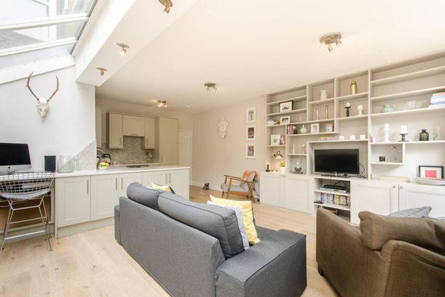 Thumbnail Flat for sale in Kingscourt Road, Streatham Hill