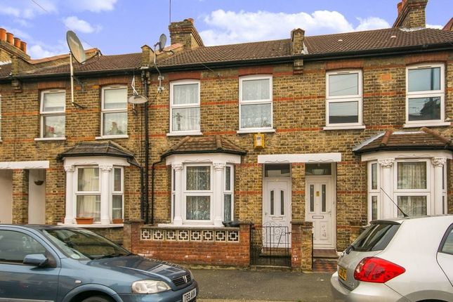 2 bed flat to rent in Broadway Avenue, Croydon