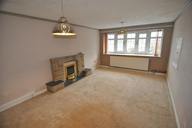 Thumbnail Flat to rent in Aireville Rise, Bradford
