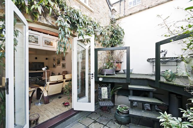 Thumbnail Property to rent in Horsemongers Mews, London
