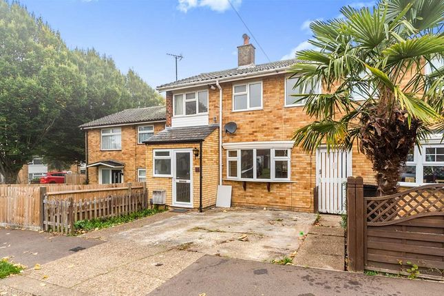 3 bed terraced house to rent in Bandley Rise, Stevenage, Hertfordshire SG2
