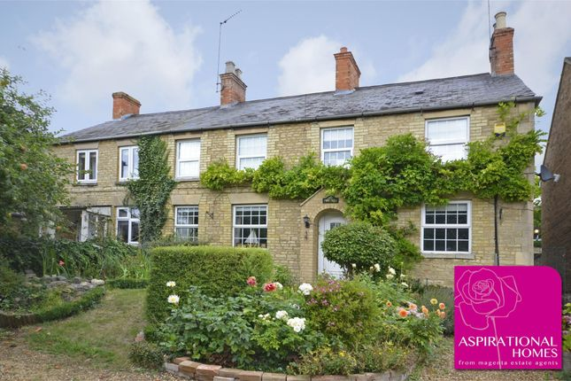 Thumbnail Cottage for sale in Thorpe Street, Raunds, Northamptonshire