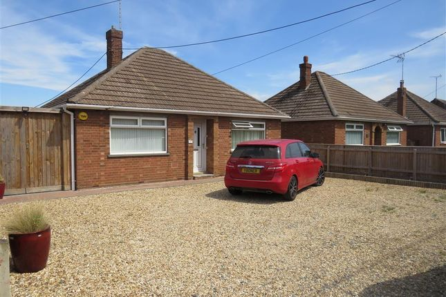Thumbnail Bungalow to rent in Chapnall Road, Walsoken, Wisbech