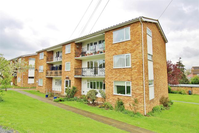 2 bed flat to rent in Walton Road, Walton On The Naze CO14