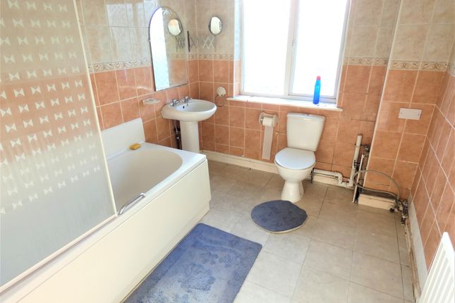 Bathroom of Weymouth Street, Off Catherine Street, Leicester LE4