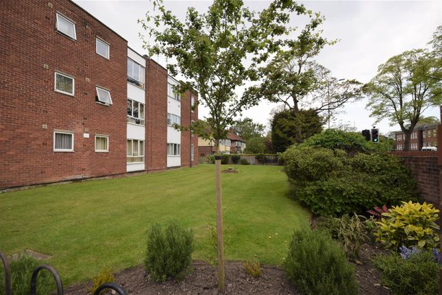 2 bedroom flat for sale in Park Road South, Prenton