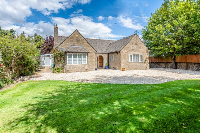 Thumbnail Detached bungalow for sale in Courtbrook, Fairford