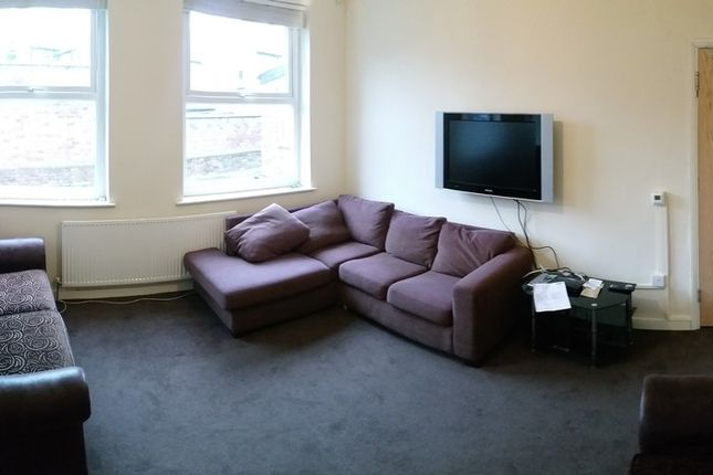 Thumbnail Terraced house to rent in Dickenson Road, Manchester