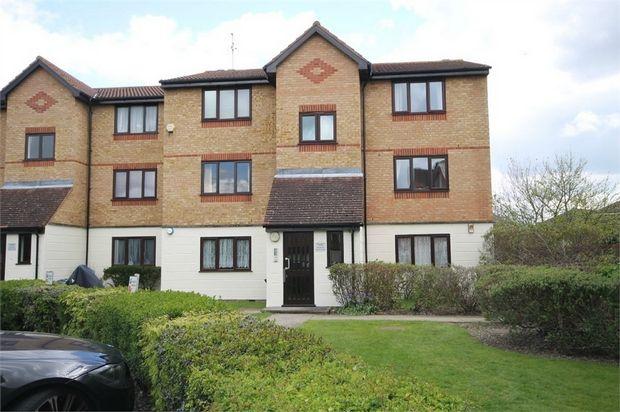 1 bed flat to rent in Mullards Close, Mitcham, Surrey