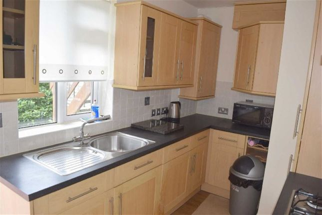 Thumbnail Flat to rent in Hart Road, Benfleet, Essex