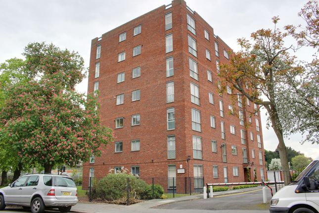 Thumbnail Studio to rent in Tavistock Road, Croydon