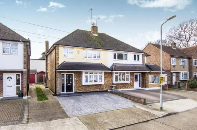 3 bed semi-detached house for sale in Oxley Close, Gidea Park, Romford