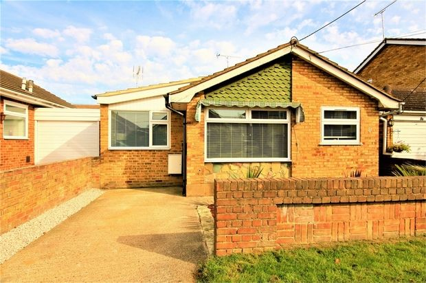 Thumbnail Detached bungalow for sale in Linroping Avenue, Canvey Island, Essex