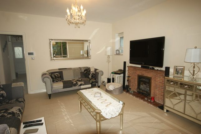 Detached bungalow to rent in Southbourne Close, Pinner